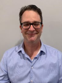 Faculty profile headshot photo of D_Roberts_2021
